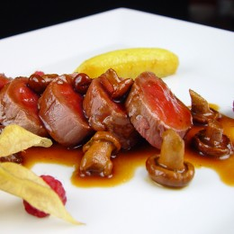 Filete mignon de ternera con frutas tropicales