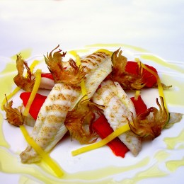 Lenguado con chips de alcachofa, pimiento y mango