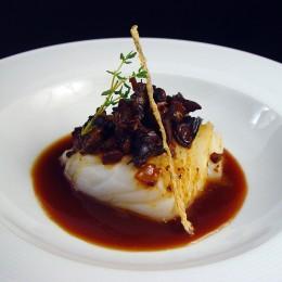 Lomo de merluza con caracoles
