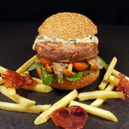 Hamburguesa de Buey con queso Cabrales y setas