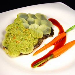 Rodaballo con escamas de patata y panada verde