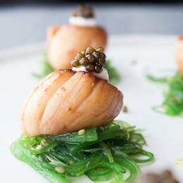 Vieiras con reducción de soja y Caviar