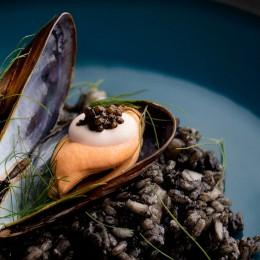 Arroz Negro con su alioli y Caviar del Tíbet
