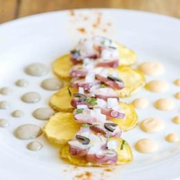 Láminas de pulpo con patata y mayonesa de aceituna negra